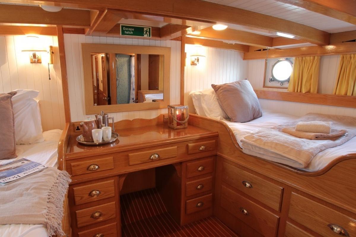 Exclusive floating cottage Luxury Getaway